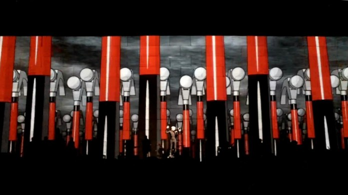 Roger_Waters_The_Wall_Live_St__Louis_2010_2-696x391